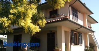 B&B La Casa Di Zefiro - Lastra a Signa - Building
