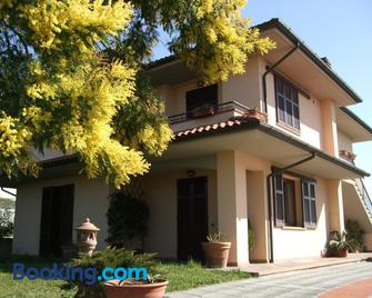 B&B La Casa Di Zefiro - Lastra a Signa - Gebäude