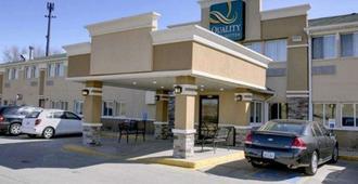 Quality Inn & Suites Des Moines Airport - דה מואן