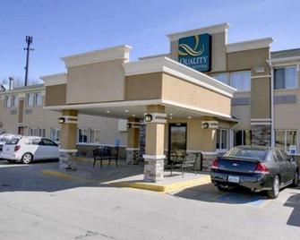 Quality Inn & Suites Des Moines Airport - Des Moines - Rakennus