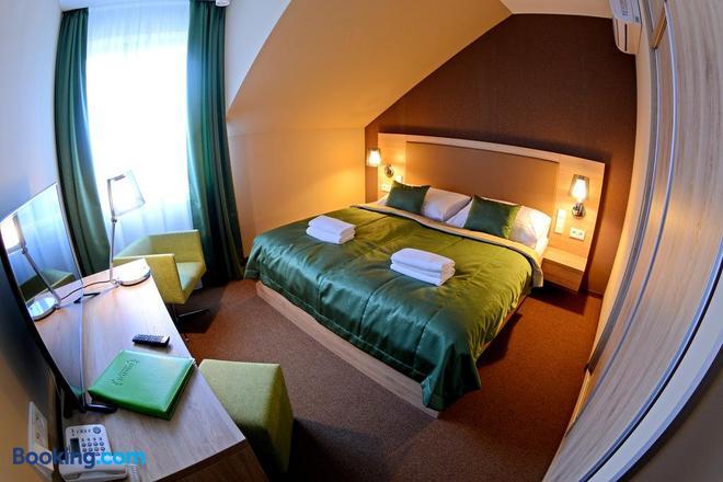 Hotel Stardust - Nové Zámky - Bedroom