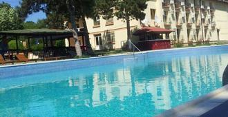 Q Hotel Neptun - Neptun - Piscina