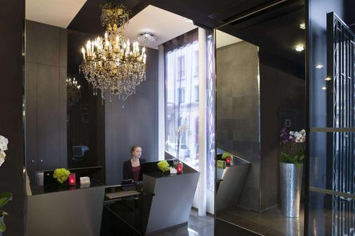 Grand Hotel Saint Michel - Paris - Front desk