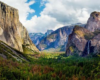 Best Western Plus Yosemite Gateway Inn - Oakhurst - Venkovní prostory