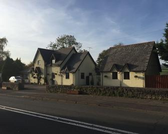 Willowbrook Guesthouse - Chepstow - Building