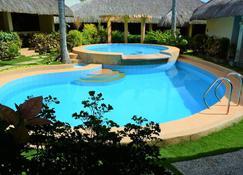 Zen Rooms Chiisai Natsu Little Summer Resort - Panglao - Pool