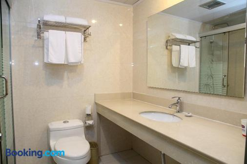 Shanghai Astronautic Hotel - Shanghai - Bathroom
