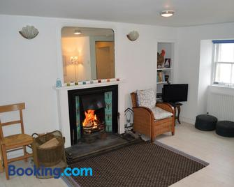 Newton Cottage North - Inveraray - Living room