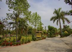 Jungle Nepal Resort - Саураха - Вид снаружи