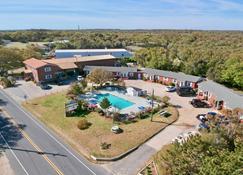 Cape Pines Motel - Buxton - Building