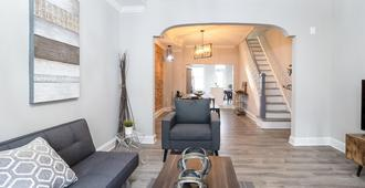 Beautifully Renovated Row House In Trendy Canton, Private Parking Driveway - Baltimore