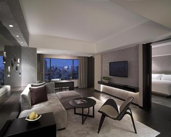 New World Makati Hotel - Makati - Living room