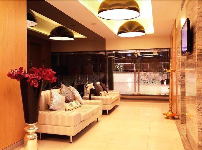 Mumbai Metro - The Executive Hotel - Mumbai - Lobby