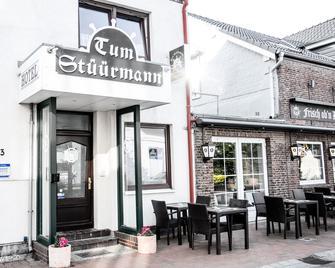 Hotel Restaurant Tum Stüürmann - Büsum - Building