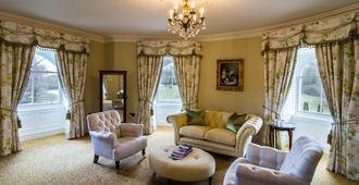Crossbasket Castle - Glasgow - Living room
