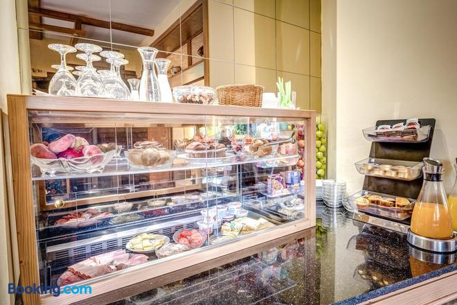 Cafe Hoyer Pension und Appartements - Apolda - Buffet