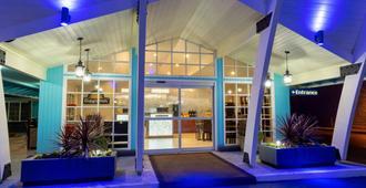 Days Inn by Wyndham Roseburg - Roseburg - Edificio