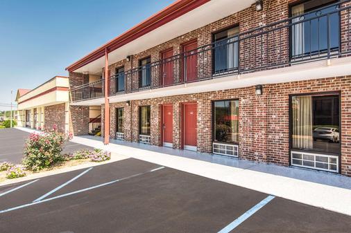 Econo Lodge - Fort Payne - Building