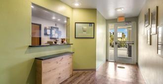 Woodspring Suites Fort Myers Southeast - פורט מאיירס - לובי