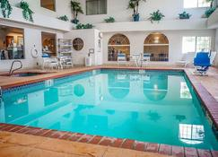 Quality Inn & Suites - Roswell - Pool