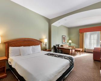 La Quinta Inn & Suites by Wyndham Olathe - Olathe - Ložnice