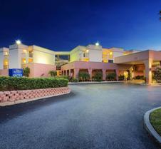 Baymont by Wyndham Tampa Near Busch Gardens