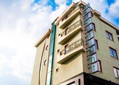 Hotel Light - Sofia - Kylpyhuone