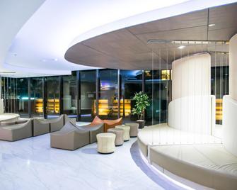 Pattaya Discovery Beach Hotel - Pattaya - Lobby