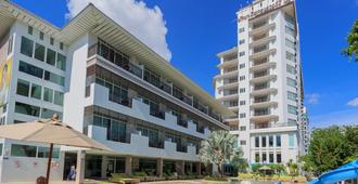 Pattaya Discovery Beach Hotel - Pattaya - Building