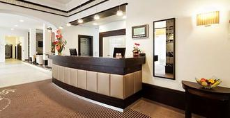 Best Hotel Zeller - Koenigsbrunn - Front desk