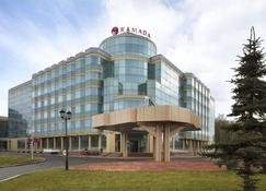 Ramada by Wyndham Yekaterinburg - Ekaterinburgo - Edificio