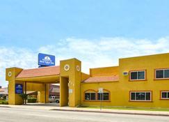 Americas Best Value Inn Azusa Pasadena - Azusa - Building