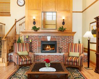 Country Inn & Suites by Radisson, Sycamore, IL - Sycamore - Obývací pokoj