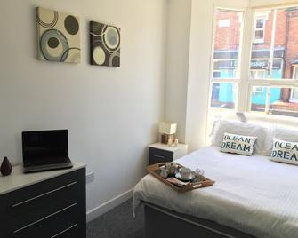 Crewe Rooms @ 97 Edleston Road - Crewe - Bedroom
