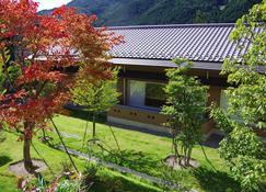 Gero Onsen Yukyunohana - Gero - Θέα στην ύπαιθρο