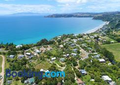 Wai-Knot Accommodation - Onetangi - Beach