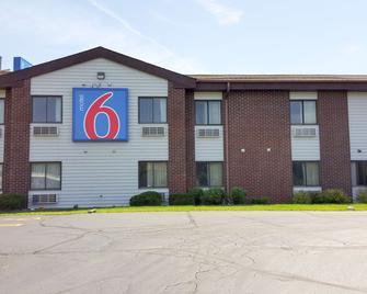 Motel 6 Saukville, WI - Saukville - Building