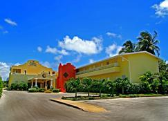Tropical Winds Apartment Hotel - Charnocks - Clădire