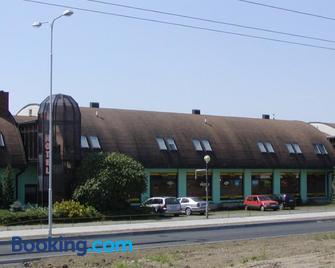 Hotel Bestar - Mladá Boleslav - Gebouw