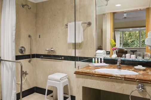 Ramada Plaza by Wyndham Palm Grove - Mumbai - Bathroom