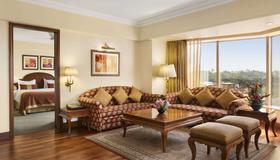 Ramada Plaza by Wyndham Palm Grove - Mumbai - Living room