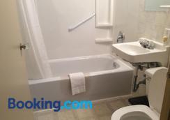 Dunlop Motel - Goderich - Bathroom