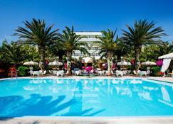 Mion Hotel & Sanìo Restaurant - Silvi Marina - Uima-allas