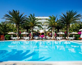 Mion Hotel & Sanìo Restaurant - Silvi Marina - Pool