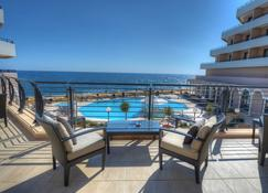 Radisson Blu Resort, Malta St Julian's - סנט ג'וליאנס - מרפסת