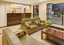 Super 8 by Wyndham Baytown/Mont Belvieu - Baytown - Lobby