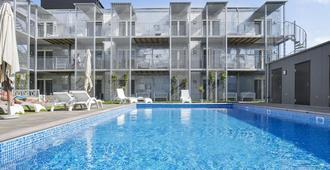 Visby Lägenhetshotell - Visby - Piscina