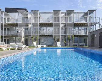 Visby Lägenhetshotell - Visby - Pool