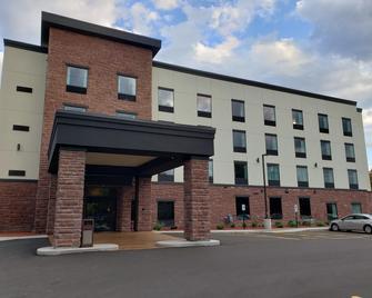 Cobblestone Hotel & Suites - Janesville - Janesville - Gebouw