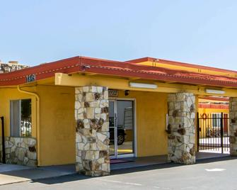 Econo Lodge - Fairfield - Κτίριο